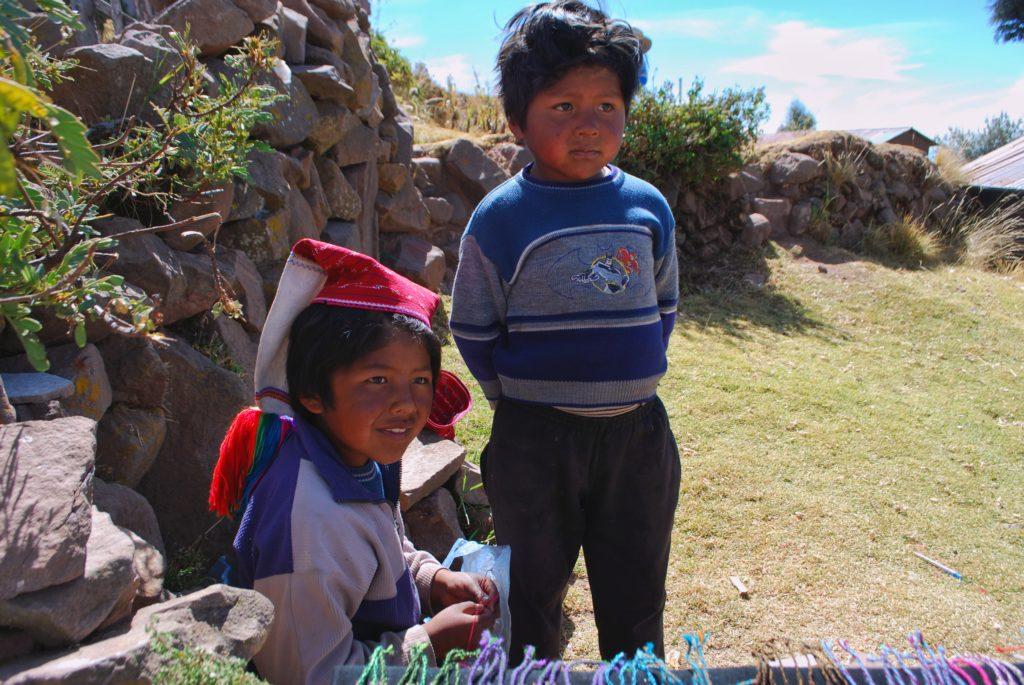 Bambini sull'isola di Taquile sul lago Titicaca