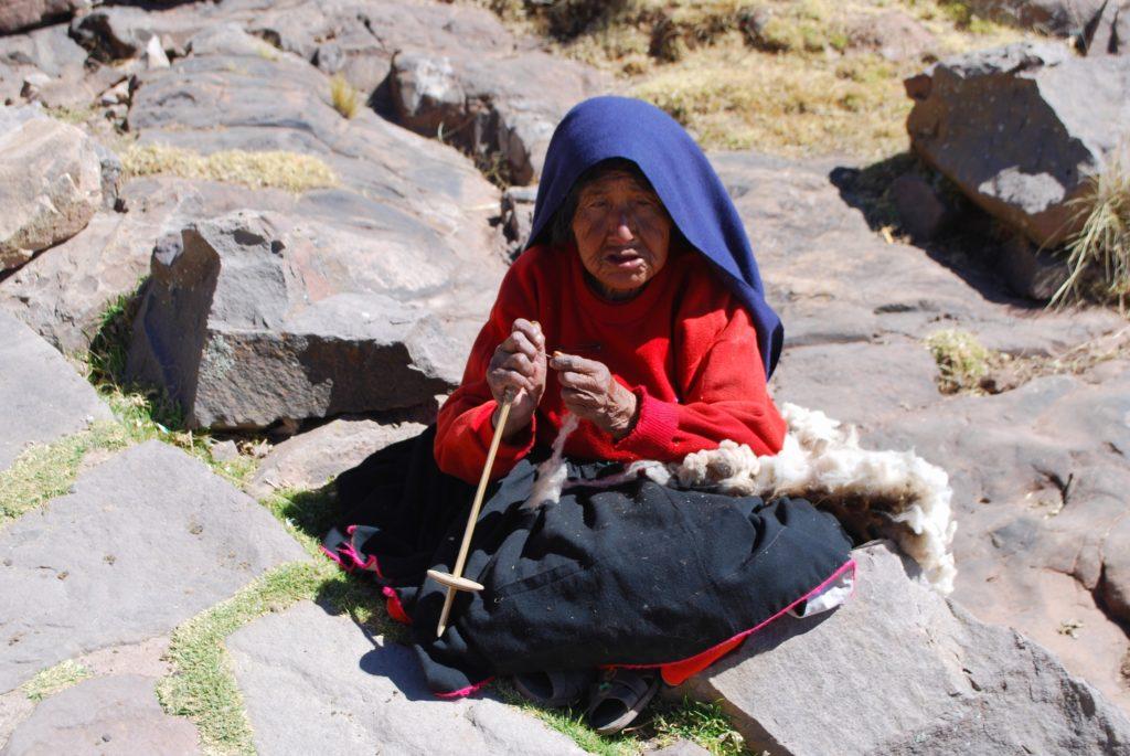 Donn arigiana sull'isola di Taquile sul lago Titicaca