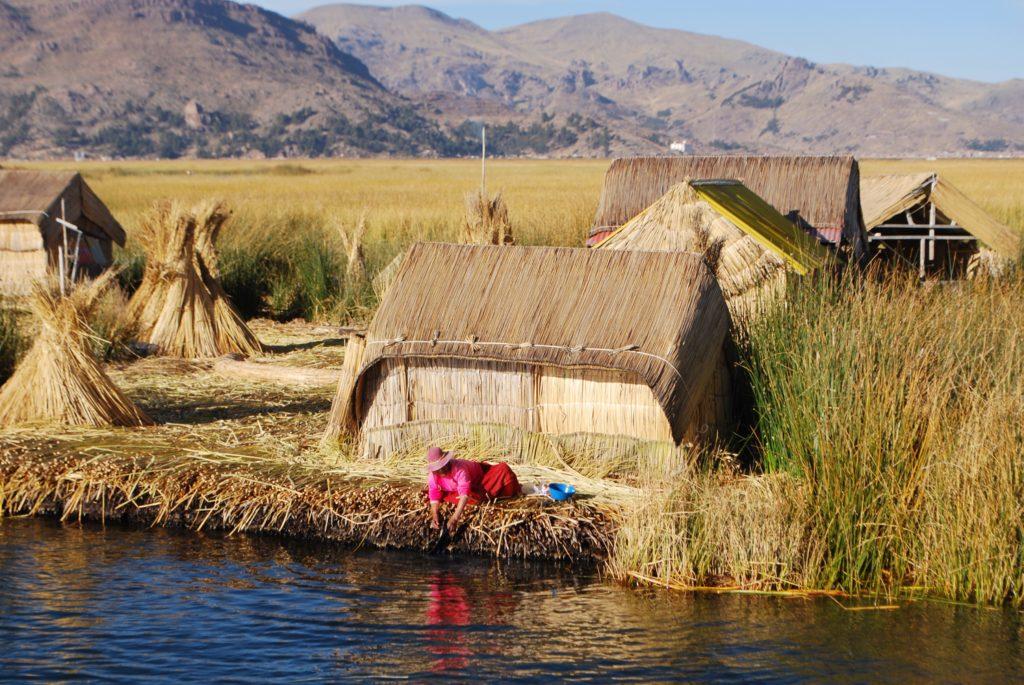 Case tradizionali degli Uros sul lago Titicaca