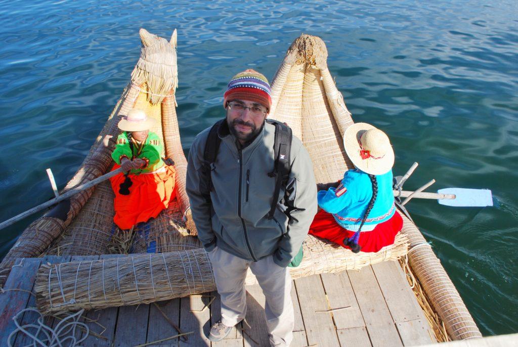 Imbarcazioni tradizionali degli Uros sul lago Titicaca