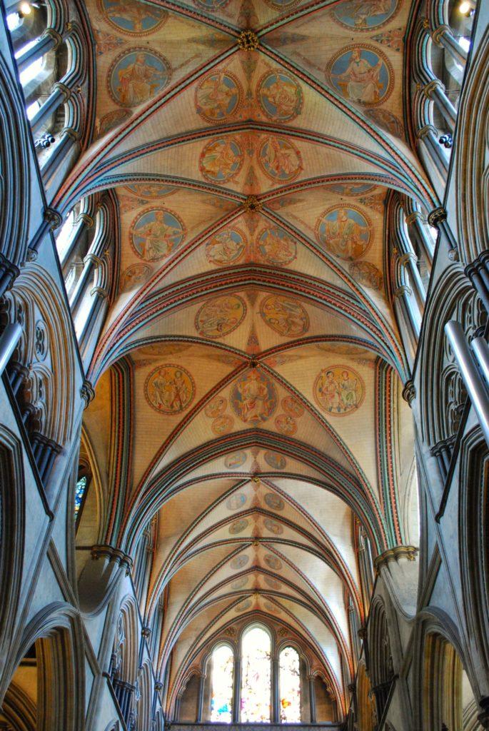 Navata della cattedrale di Salisbury in Inghilterra