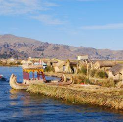 isole galleggianti degli Uros sul lago Titicaca