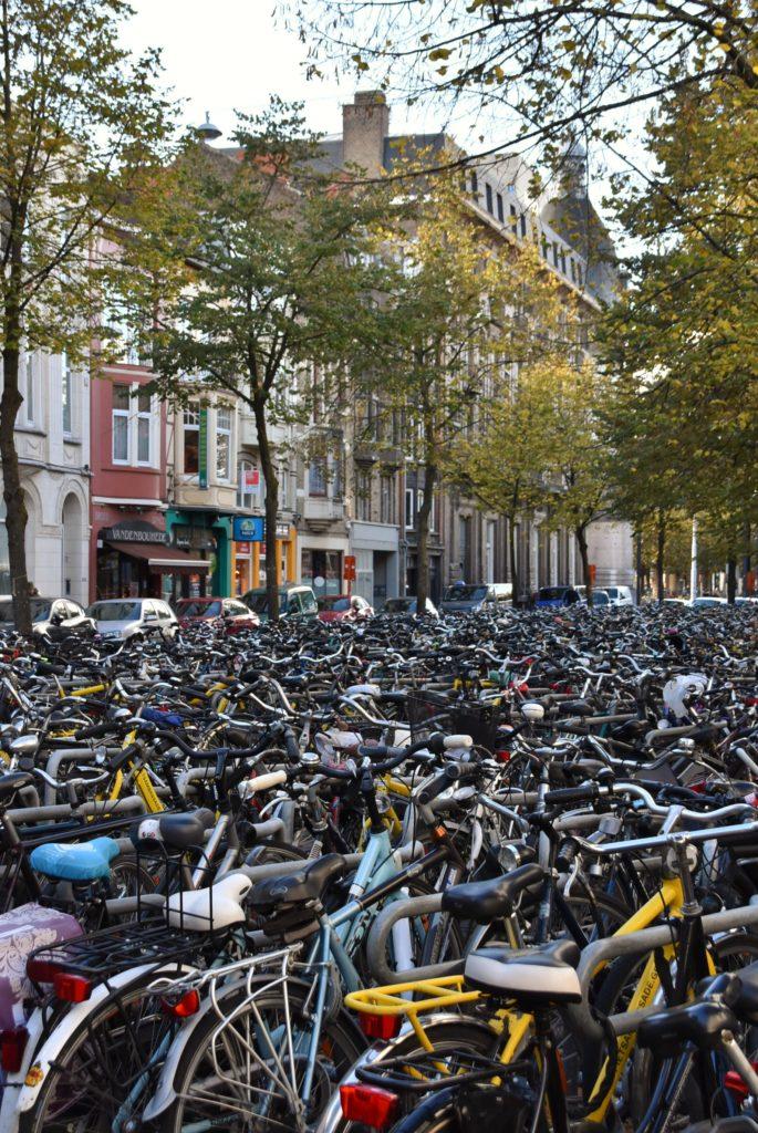 Parcheggio di biciclette a Gent, nelle Fiandre