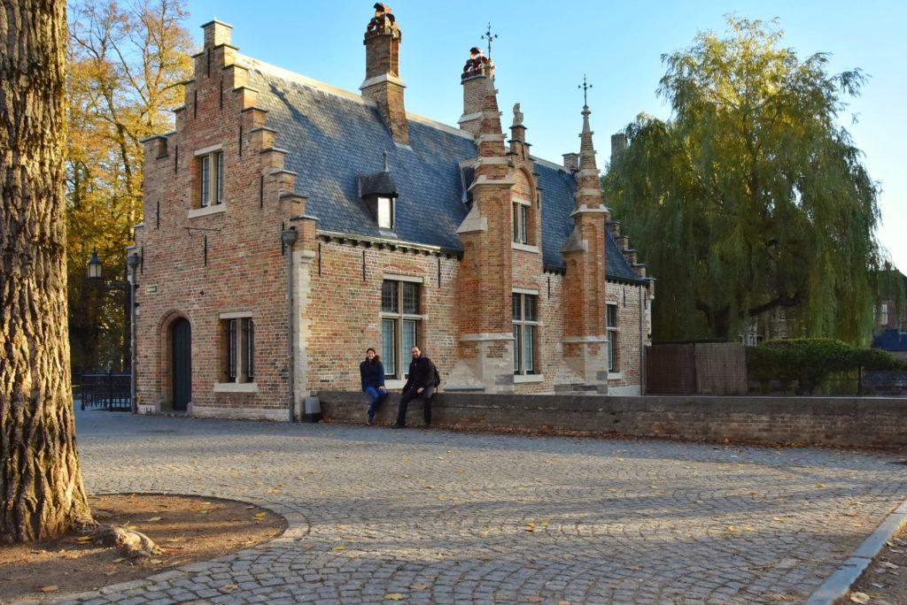 Edifici lungo il Minnewater a Bruges