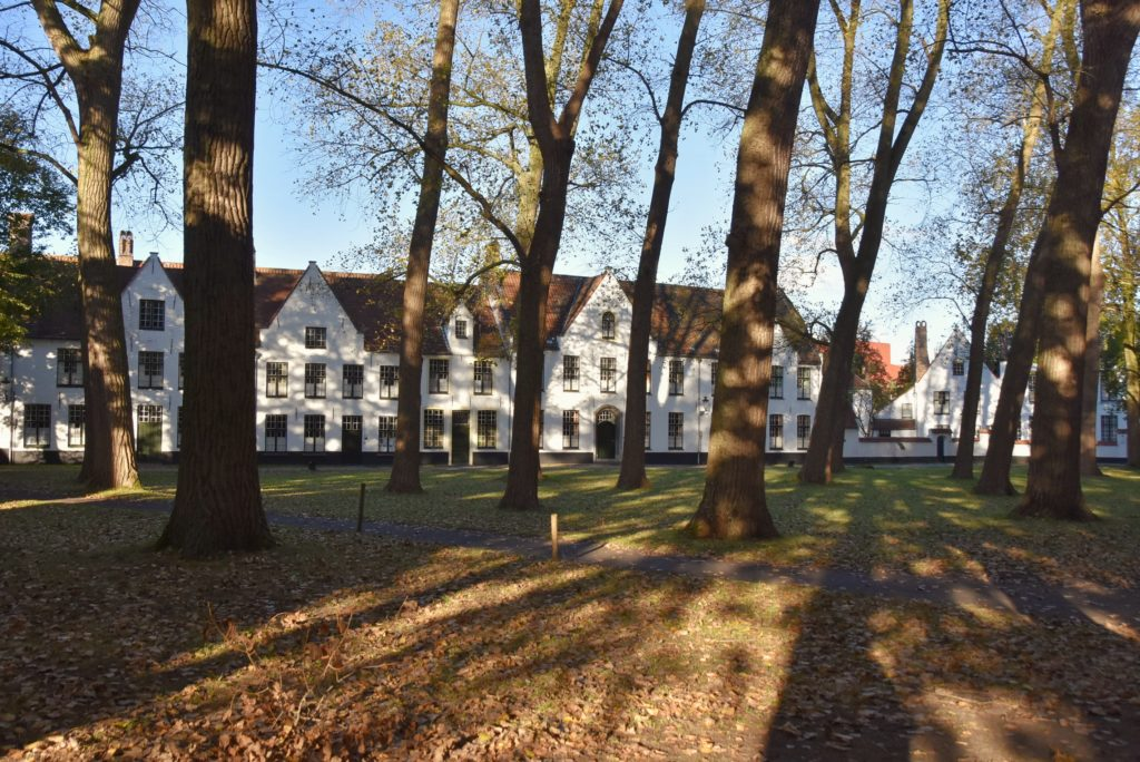 Le casette bianche nel Begijnhof di Bruges