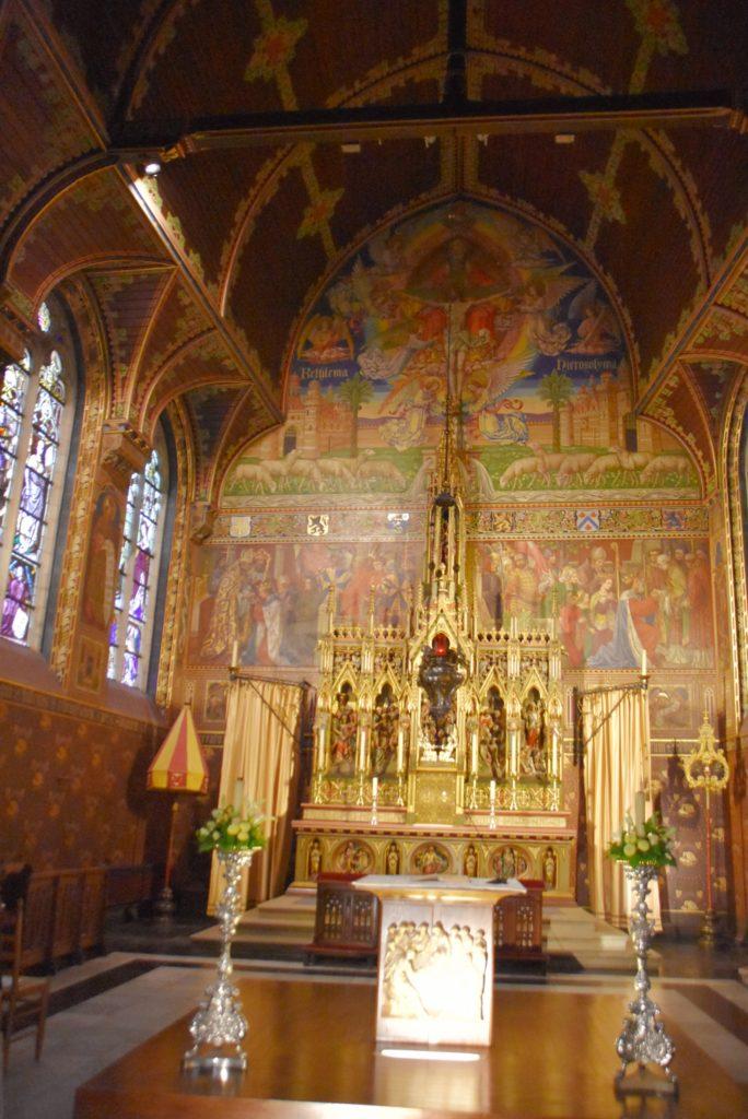La basilica superiore della Heilg Bloed Basiliek