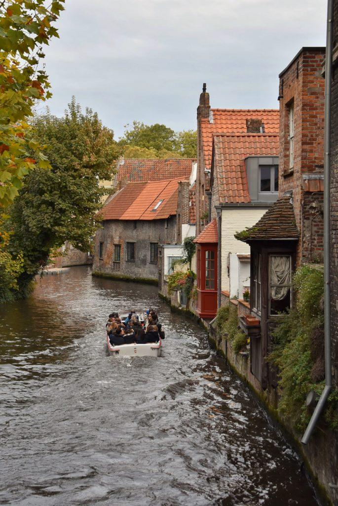In battello lungo i canali di Bruges