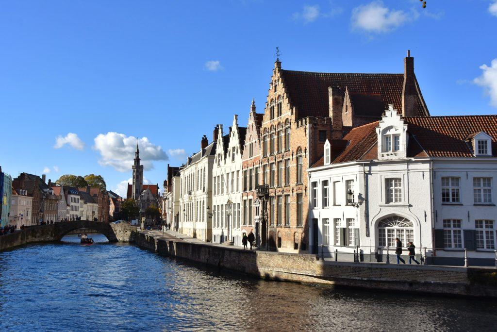 Il canale lungo la Jan van Eyckplein