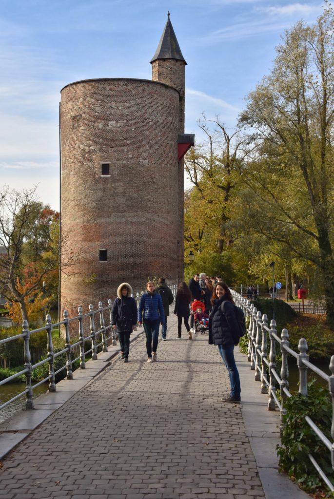 La torre della polvere da sparo lungo il Minnewater