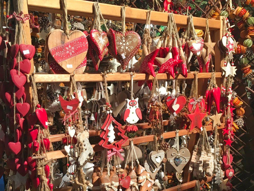Decorazioni natalizie alla fiera dell'artigianato