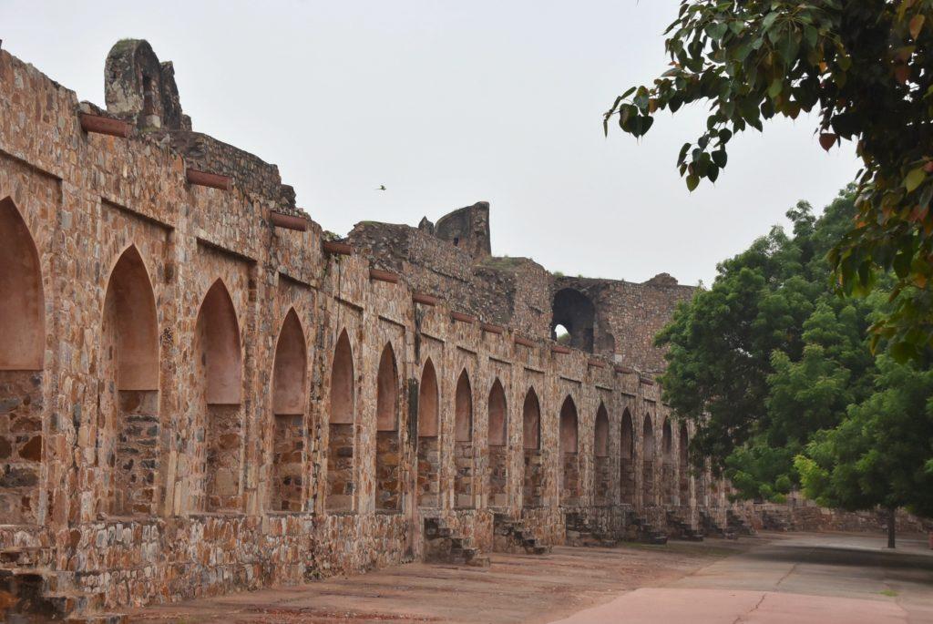 Le alte mura del Purana Qila