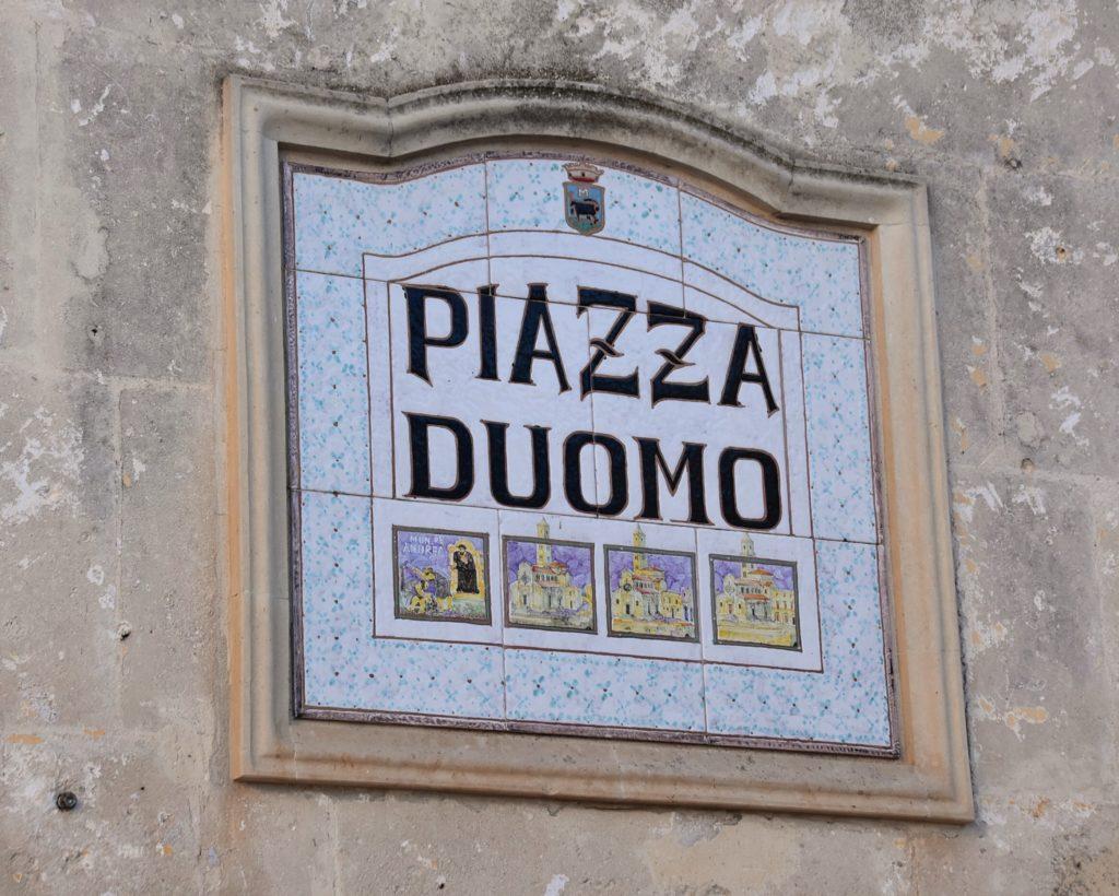 Piazza del duomo a Matera